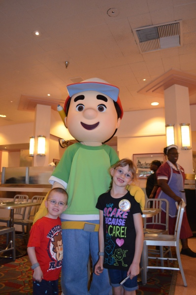 The kids with Handay Manny