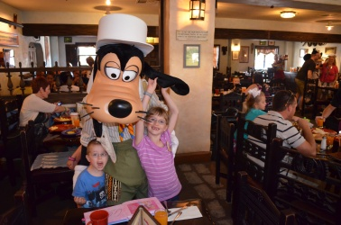The kids having fun with Goofy