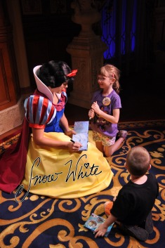 Kids meeting Snow White