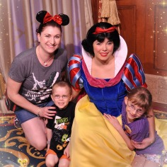 Melissa and the Kids with Snow White