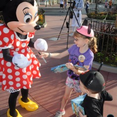 Kids meeting Minnie
