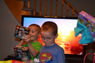 William and Aiden opening loot bags