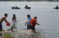 Nicholas and Melissa shooting water at Steven while Bruce watches!!