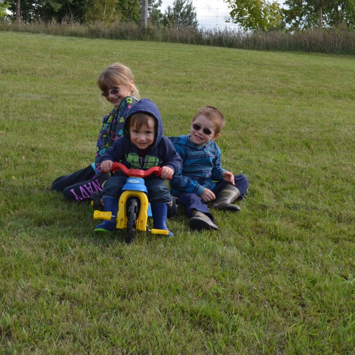 Abby and Aiden with their cousin Macklan