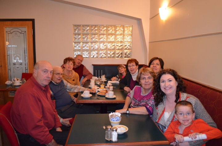 Uncle Roland, Uncle Gill, Auntie Cathy, Abby, Jackie, ????, Janine, Melissa and Aiden.