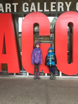 Kids @ entrance of AGO
