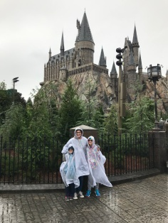 Melissa & the kids in front of Hogwarts Castle